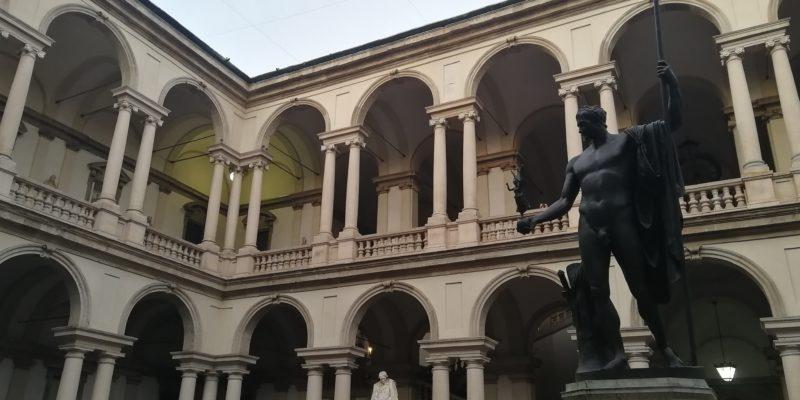 Pinacoteca di Brera con statua a Napoleone